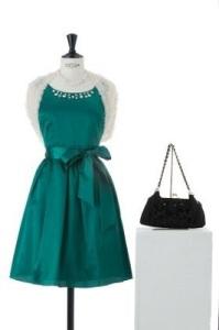 結婚式で女性用の服装はどこでレンタルできるのか? 画像2