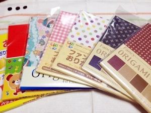 ハロウィンのお菓子入れを折り紙で作って彩りを。 画像4