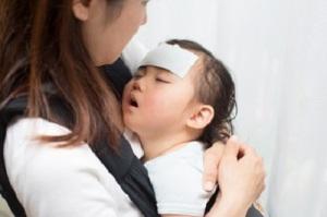 赤ちゃんに熱が出た時、座薬を使うタイミングとは? 画像1