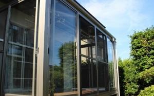大掃除の際の網戸の掃除のやり方とは?窓のサッシから外せない網戸の対処法は? 画像1
