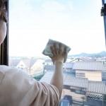 大掃除の際の網戸の掃除のやり方とは?窓のサッシから外せない網戸の対処法は?