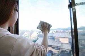 大掃除の際の網戸の掃除のやり方とは?窓のサッシから外せない網戸の対処法は? 画像2